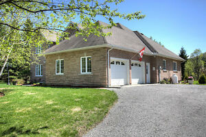 BEAUTIFUL HOME WITH PRIVATE BEACH ACCESS NEAR BANCROFT, ON Peterborough Peterborough Area image 2