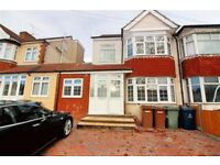 3 bedroom flat in Turner Road, Edgware, HA8