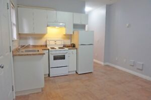 █ ☎ █ Spacious Bright, nr. SkyTrain - Grd Level incl. Utility