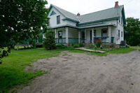 small hobby farm 9.4 acre located 45 minutes from Mercier bridge