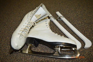 Size 6 figure skates + guards