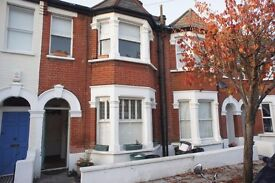 A period one double bedroom garden flat located within the heart of Earlsfield.