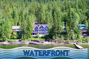 Timber frame waterfront cottage in Eagle Bay!