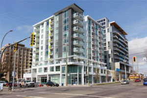 Investment 1 bdr condo with parking in Downtown!