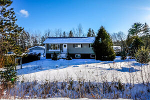 4 Bedroom Bungalow on One Acre Land - 10 Lowlands Road, Hoyt