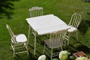 Table et chaises antique