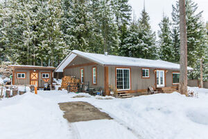 5375 Sunnybrae Canoe Point Rd, Tappen-Beautiful Country Rancher