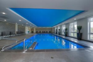 VAUDREUIL CONDO WITH INDOOR POOL-EXERCISE ROOM -AMT STEPS AWAY
