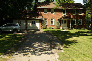 Classic 4 BR/4 bath on 94x174 lot in great Ancaster location