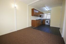spacious 4 bedroom masionette, ideal for 4 professional sharers. available now on hungerford road