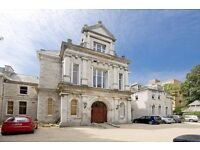 Stunning Penthouse Apartment located in Westbourne!!