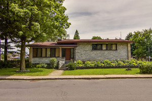 TRES GRANDE MAISON A VENDRE A VALLEYFIELD