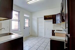 61/2 - Top Floor, Renovated, Spacious Apt in Outremont