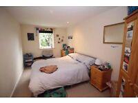 10 min walk to Liverpool Street! Double Bedroom!