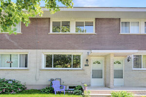 3 bed 2 bath townhome in Carlington! Quiet Street!