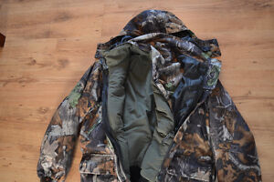 Brand new Mossy Oak Camouflage Hunting jacket and pants Cornwall Ontario image 4