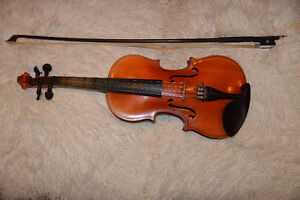 1/4 Violin with Violin Case and Bow
