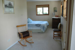 WaterFront - Room for rent on bus route to Comox/Courtneay