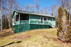3 BD YEAR ROUND COTTAGE ON ARMSTRONG LAKE
