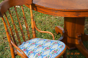 Antique Dining Table & Chairs Windsor Region Ontario image 3