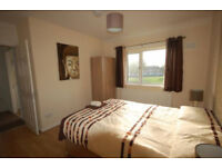 Salford, 2 rms single 325, double 400 cpls 450, all bills and wifi incl,short lets considered