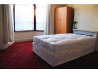 The Big Double Room, Zone 4, Free WIFI and Cleaning *Must See!*