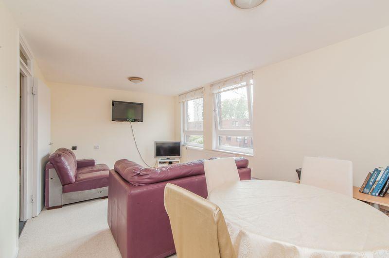 1 bedroom flat in Lily Close, West Kensington , W14