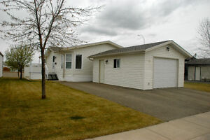MEADOW LARK VILLAGE - WELL MAINTAINED - A REAL GEM!!!