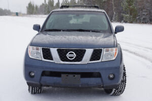 Nissan Pathfinder 2006 4.0 4x4 low km-great winter car