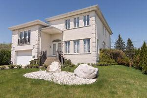 ** Imposante maison de luxe à 100 000$ sous l'évaluation !!! **
