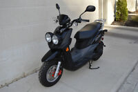 2012 SCOOTER YAMAHA BW's-- PRACTICALLY NEW !