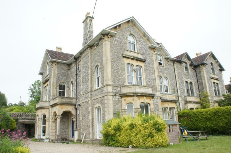 4 bedroom flat in Southwood House, Bannerleigh Road,