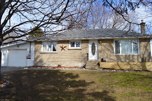 Rural Bungalow with Natural Gas!