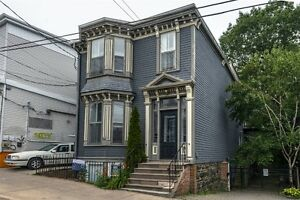 Summer Sublet Available IMMEDIATELY!