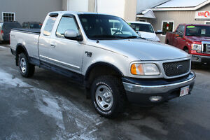 2000 Ford F-150 XLT, ONLY 137,000KMS, CLEAN