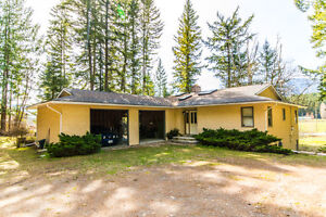 814 Mobley Road, Tappen, BEAUTIFUL PRIVATE SETTING