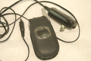 Motorola v262 phone with case and charger