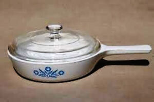 BLUE CORNFLOWER CORNING WARE  6 3/4 IN. FRY PAN SKILLET W/LID