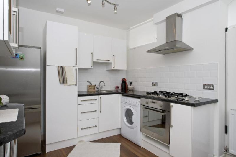 1 bedroom flat in Varden Street, London, E1