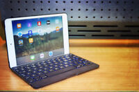 IPAD MINI  WITH BLUETOOTH KEYBOARD AND CASE / STAND