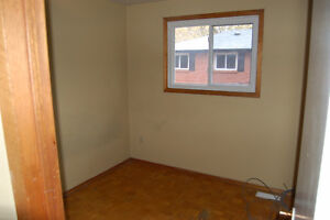 3 Bedroom Townhouse in OLD SOUTH London Ontario image 10