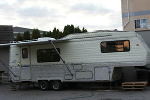 Layton Celebrity 28ft 5th Wheel Trailer price reduced from $7500