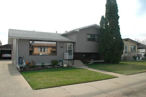 IMMACULATE 4 LEVEL SPLIT - GREAT LOCATION -YOU MUST SEE THIS!!!