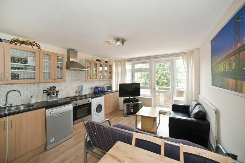 4 bedroom flat in Paynes Walk, Hammersmith, W68