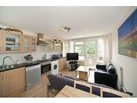 4 bedroom flat in Paynes Walk, Hammersmith, W68