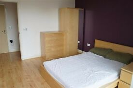 Modern semi-furnished double room with OWN bathroom (No sharing) by city centre