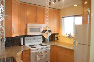 Sunny and Spacious 2 bed w garage in Lawson Heights