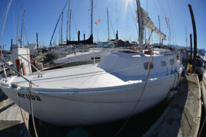 28' Crown Sailboat Excellent Shape & Extremely Clean