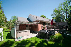 Beautiful 5BR Family Home on Glasgow St. - Huge Backyard & Patio