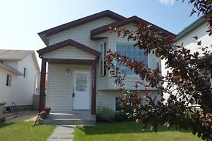 Must See 4 bed, 2 bath, 1008 Sq ft Bi-Level In Great Location
